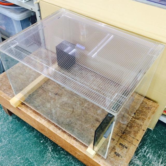 【オーダーメイド オーバーフローアクリル水槽】小型サンショウウオ用の水槽と濾過槽