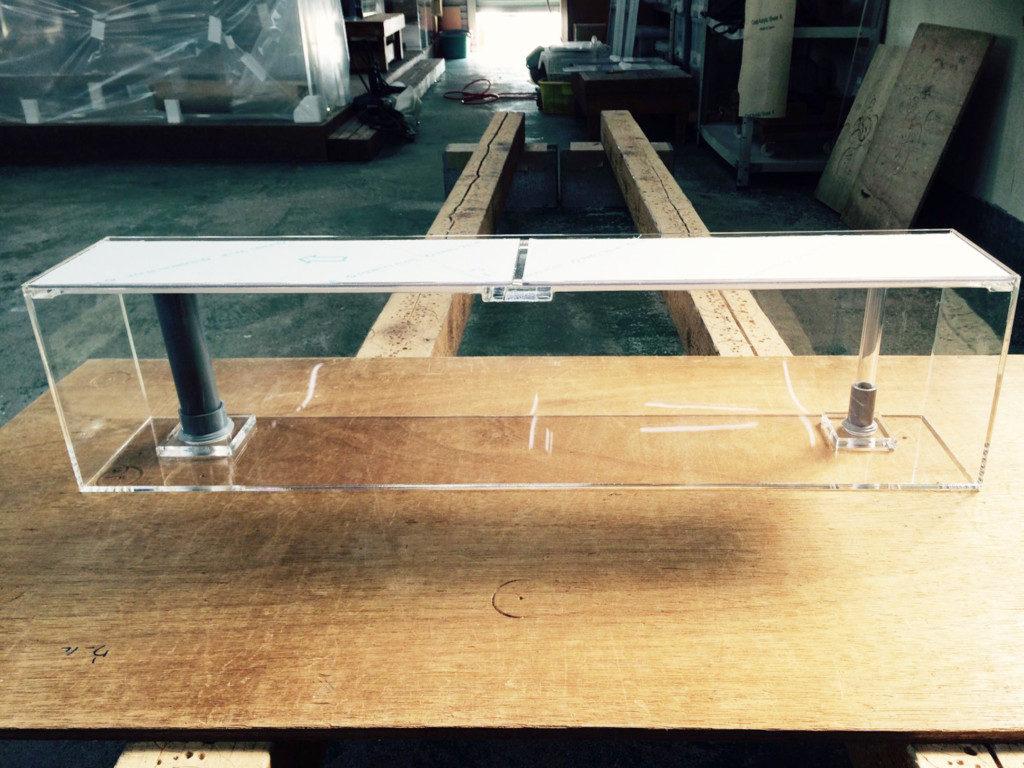 【オーダーメイドアクリル水槽】排水給水ソケット付き隔離水槽